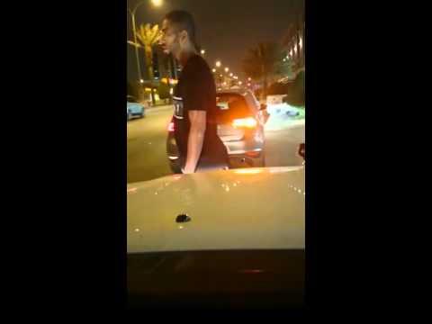 شاهد لاعب الهلال السعودي خالد شراحيلي يعتدي على مواطن