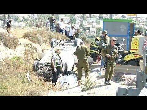 شاهد شرطة الاحتلال تقتل فلسطينيًا زعمت أنه دهس مارة في الضفة الغربية