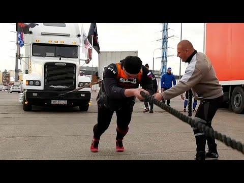 مهرجان الشاحنات في روسيا يكرم الرجل أو يهان