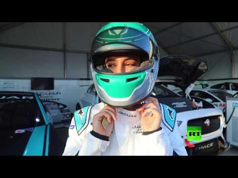 أول سائقة سعودية في سباق للسيارات بالمملكة