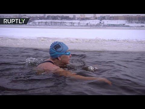 شاهد روسية في الـ83 من عمرها تفوز ببطولة العالم في السباحة الشتوية