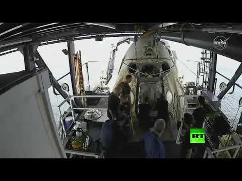 شاهد لحظة خروج رائدي الفضاء من كبسولة كرو دراغون