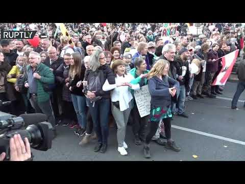 شاهد تظاهرة حاشدة ضد إجراءات السلطات الألمانية لمكافحة كورونا