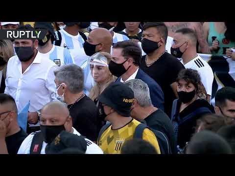 شاهد بنات مارادونا وزوجته السابقة يشاركن في مسيرة العدالة لـ دييغو الحاشدة
