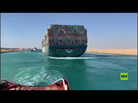 شاهد سفينة إيفر غيفن الجانحة تتحرك نحو منطقة البحيرات