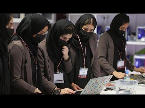 فريق الروبوتات الأفغاني النسائي الحالمات يصمم مستقبله في قطر